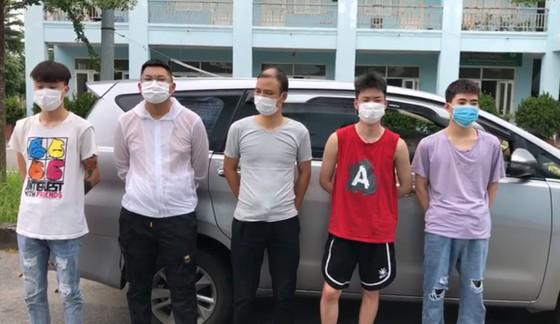 Bắt 5 người Trung Quốc nhập cảnh trái phép chuẩn bị vào TPHCM ảnh 1