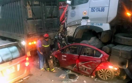 3 người tử vong trong chiếc xe ô tô 4 chỗ bị nghiền nát ảnh 1