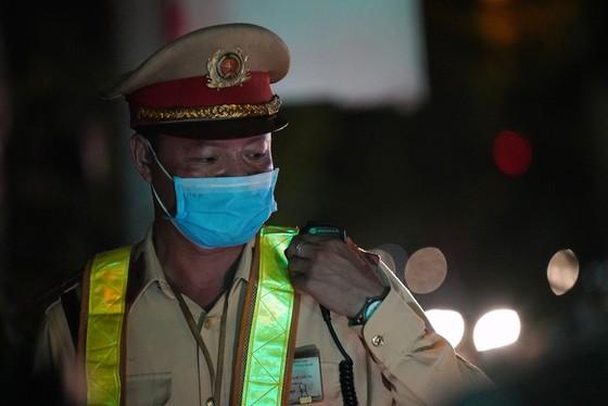 Hà Nội: CSGT xuyên đêm tuần tra, kiểm soát nồng độ cồn, ma túy ảnh 3