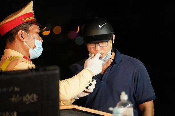 Hà Nội: CSGT xuyên đêm tuần tra, kiểm soát nồng độ cồn, ma túy ảnh 6