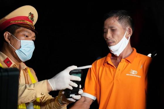 Hà Nội: CSGT xuyên đêm tuần tra, kiểm soát nồng độ cồn, ma túy ảnh 5
