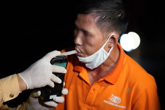 Hà Nội: CSGT xuyên đêm tuần tra, kiểm soát nồng độ cồn, ma túy ảnh 4