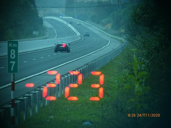 Xử phạt xe BMW chạy hơn 200km/h trên cao tốc Bắc Giang - Lạng Sơn  ảnh 1