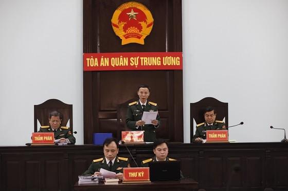 Cựu Thứ trưởng Bộ Quốc phòng Nguyễn Văn Hiến được giảm 6 tháng tù ảnh 1