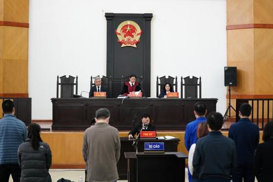 Vụ nâng giá máy xét nghiệm Covid-19: Chủ mưu Nguyễn Nhật Cảm lãnh 10 năm tù giam ảnh 1
