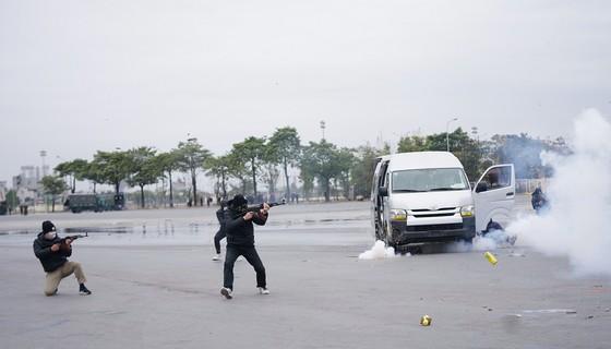 Diễn tập bảo vệ nguyên thủ khi bất ngờ có khủng bố ảnh 2