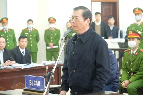 Hoãn phiên xét xử cựu Bộ trưởng Vũ Huy Hoàng lần 2 ảnh 6