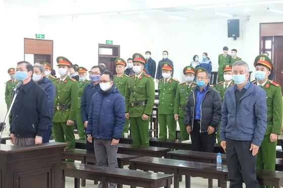 Hoãn phiên xét xử cựu Bộ trưởng Vũ Huy Hoàng lần 2 ảnh 7