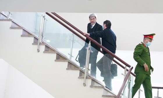 Hoãn phiên xét xử cựu Bộ trưởng Vũ Huy Hoàng lần 2 ảnh 2