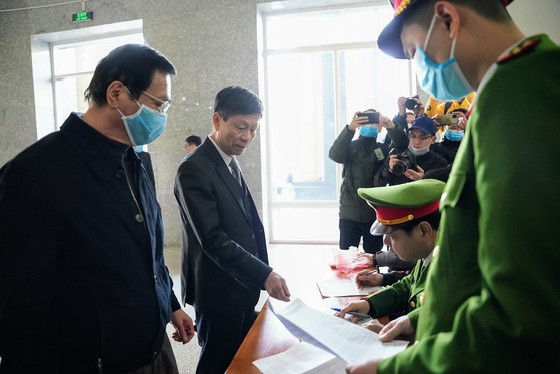 Hoãn phiên xét xử cựu Bộ trưởng Vũ Huy Hoàng lần 2 ảnh 4