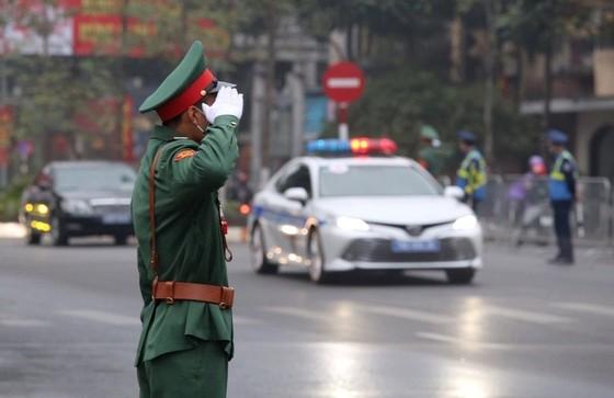 Đoàn xe đại biểu dự Đại hội XIII của Đảng tiến về Trung tâm Hội nghị Quốc gia ảnh 15