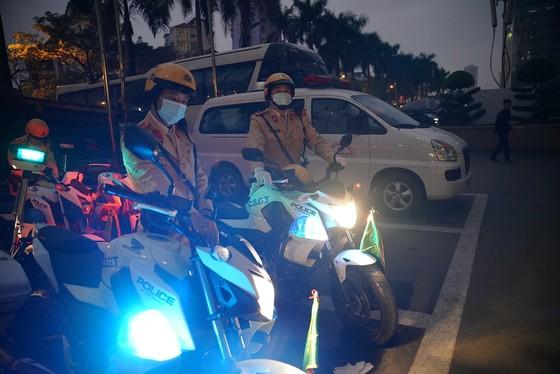 Chùm ảnh cảnh sát giao thông dẫn đoàn chuẩn bị cho một ngày làm việc ảnh 4