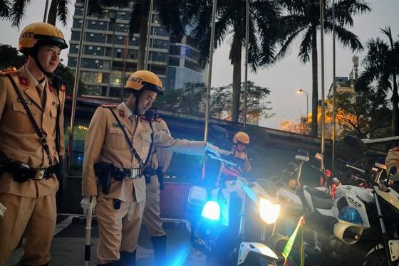 Chùm ảnh cảnh sát giao thông dẫn đoàn chuẩn bị cho một ngày làm việc ảnh 7