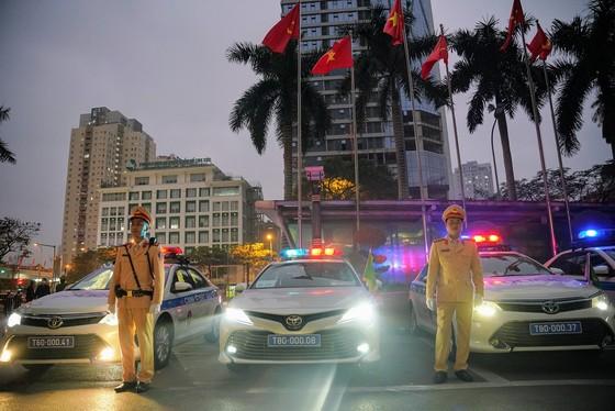 Chùm ảnh cảnh sát giao thông dẫn đoàn chuẩn bị cho một ngày làm việc ảnh 9
