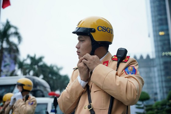 Chùm ảnh cảnh sát giao thông dẫn đoàn chuẩn bị cho một ngày làm việc ảnh 14