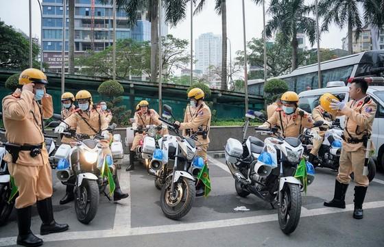Chùm ảnh cảnh sát giao thông dẫn đoàn chuẩn bị cho một ngày làm việc ảnh 17
