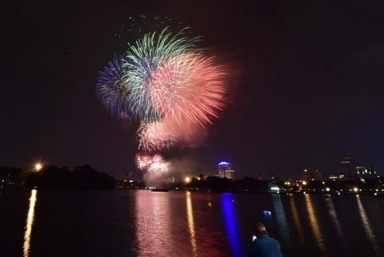 Màn pháo hoa tầm cao chào năm mới duy nhất ở Hà Nội ảnh 3