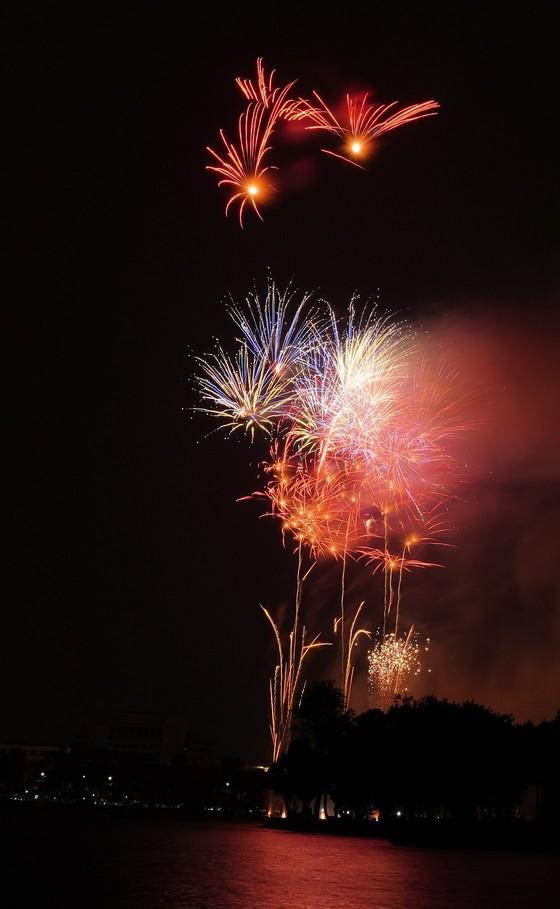Màn pháo hoa tầm cao chào năm mới duy nhất ở Hà Nội ảnh 16