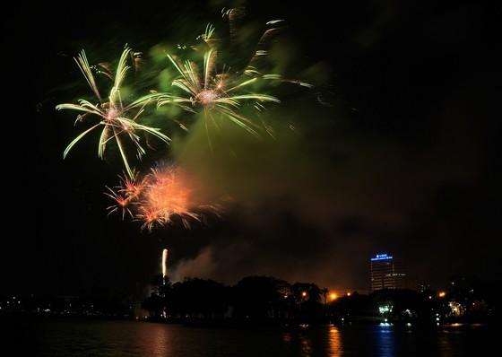 Màn pháo hoa tầm cao chào năm mới duy nhất ở Hà Nội ảnh 11