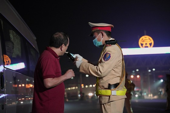 Từ 0 giờ ngày 15-3, Cảnh sát giao thông tổng kiểm tra nồng độ cồn, ma túy ảnh 3