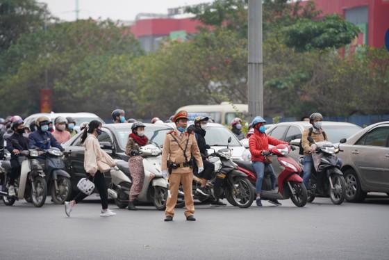 CSGT điều tiết giao thông tại Hà Nội. Ảnh: ĐỖ TRUNG