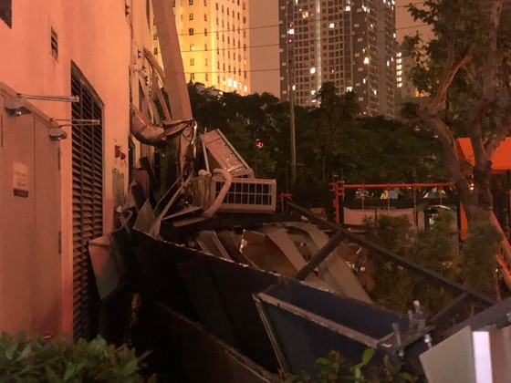 Hà Nội: Giàn điều hòa chung cư bất ngờ sập trong đêm ảnh 2