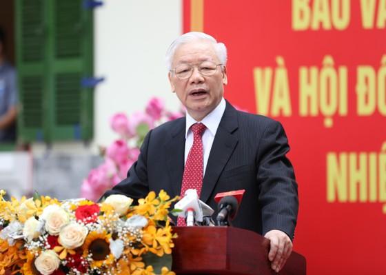 Cử tri Nguyễn Phú Trọng bỏ phiếu tại khu vực bầu cử số 4, phường Nguyễn Du, Hà Nội ảnh 7