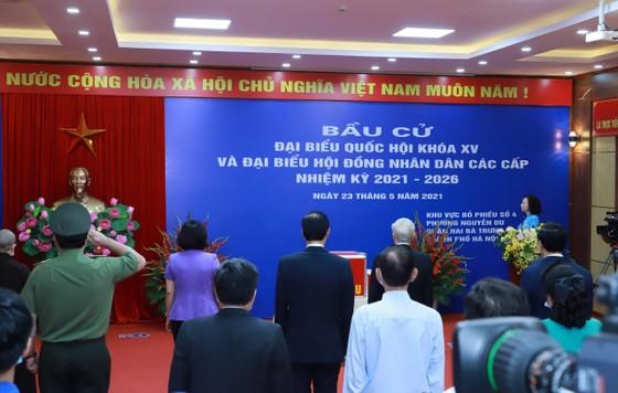 Cử tri Nguyễn Phú Trọng bỏ phiếu tại khu vực bầu cử số 4, phường Nguyễn Du, Hà Nội ảnh 6