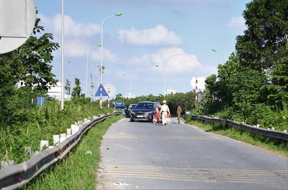 Xử phạt hàng loạt xe máy đi vào Đại lộ Thăng Long ảnh 1