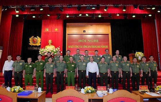 Chủ tịch nước Nguyễn Xuân Phúc: Lực lượng công an phải lo cho cuộc sống bình yên của người dân ảnh 3