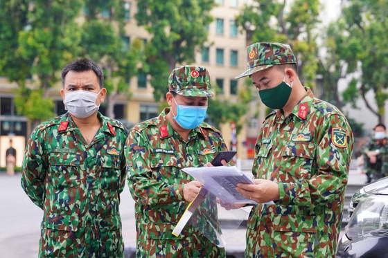 15 xe đặc chủng phun khử khuẩn tại 3 quận nội thành Hà Nội ảnh 15