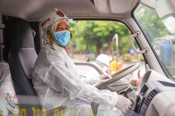15 xe đặc chủng phun khử khuẩn tại 3 quận nội thành Hà Nội ảnh 11