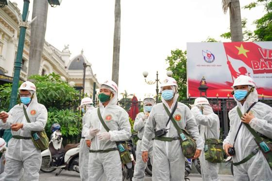 15 xe đặc chủng phun khử khuẩn tại 3 quận nội thành Hà Nội ảnh 3