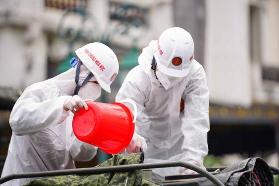 15 xe đặc chủng phun khử khuẩn tại 3 quận nội thành Hà Nội ảnh 7