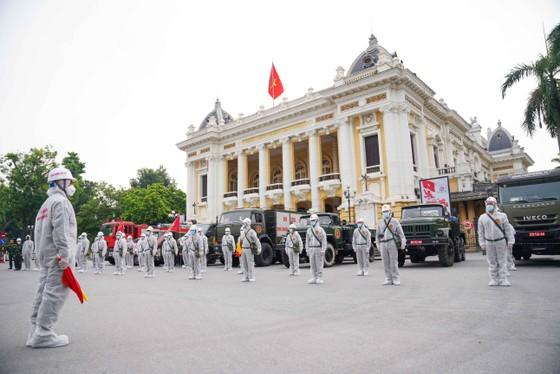 15 xe đặc chủng phun khử khuẩn tại 3 quận nội thành Hà Nội ảnh 1