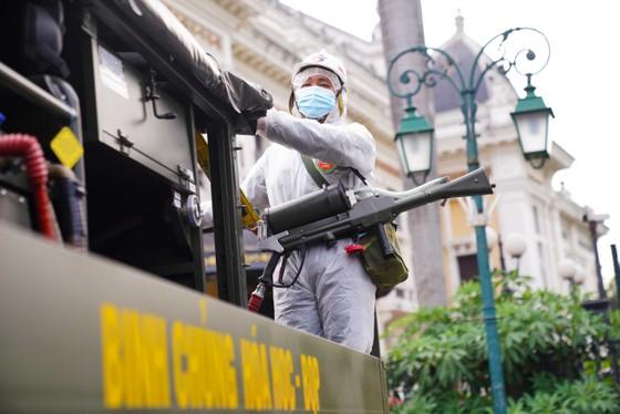 15 xe đặc chủng phun khử khuẩn tại 3 quận nội thành Hà Nội ảnh 16