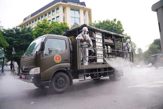 15 xe đặc chủng phun khử khuẩn tại 3 quận nội thành Hà Nội ảnh 19