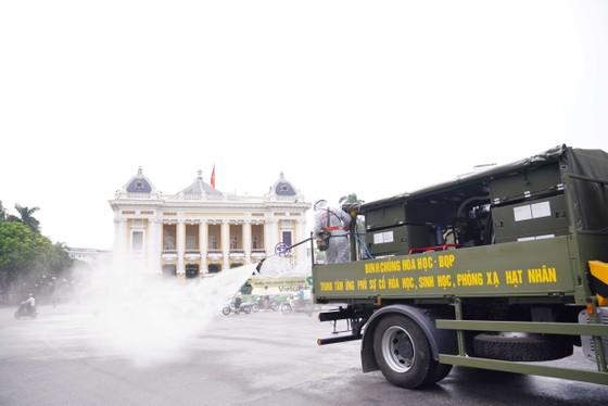 15 xe đặc chủng phun khử khuẩn tại 3 quận nội thành Hà Nội ảnh 18