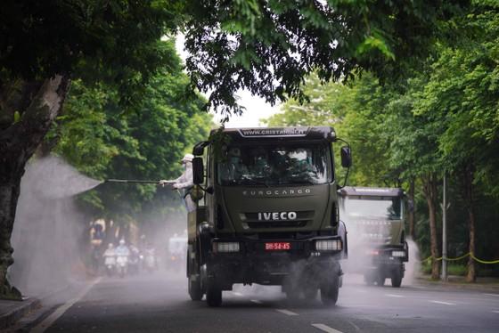 15 xe đặc chủng phun khử khuẩn tại 3 quận nội thành Hà Nội ảnh 25