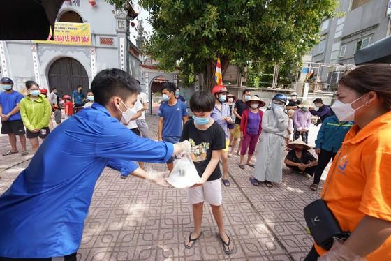 Suất cơm '0 đồng' cho người nghèo ở Hà Nội ảnh 8