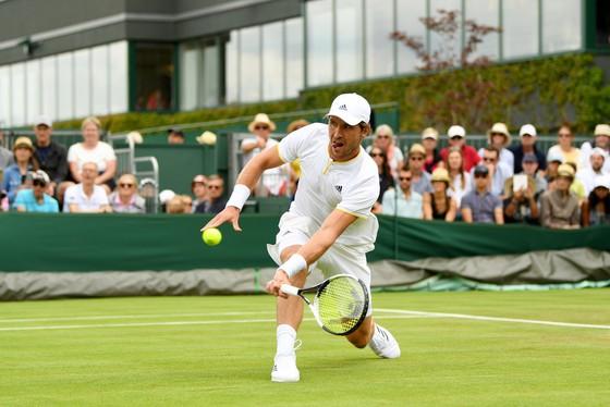 Đối thủ bỏ cuộc, Federer và Djokovic thoải mái vào vòng 2 ảnh 3