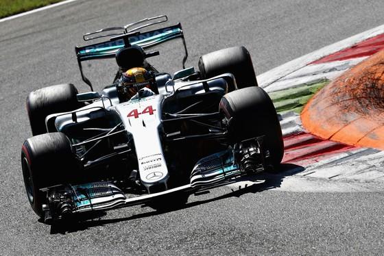 Đăng quang ở Italia, Hamilton lật ngược thế cờ ảnh 3