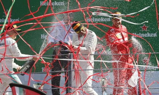 Đăng quang ở Italia, Hamilton lật ngược thế cờ ảnh 1