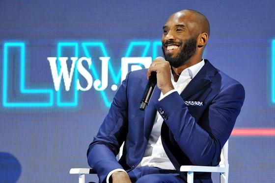 "Lakers sẽ ""treo"" cả 2 số áo của Kobe ảnh 1"
