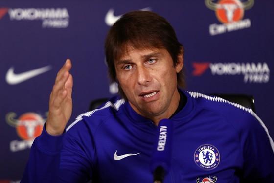 Conte đối mặt với tin đồn sẽ rời Chelsea vào cuối mùa này