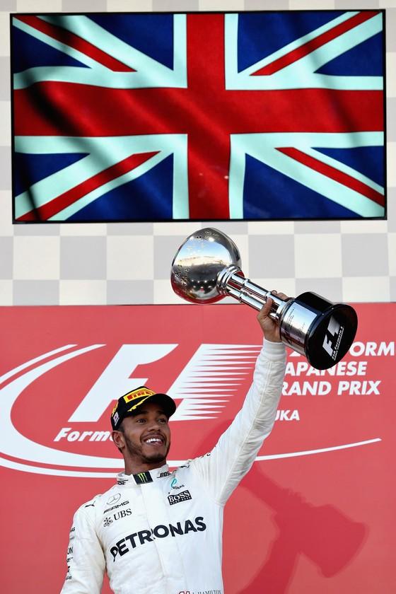 Đua xe F1: Lên ngôi ở Nhật Bản, Hamilton tiến gần đến ngôi VĐTG ảnh 2