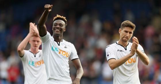 Abraham sẽ nối bước Didier Drogba ảnh 1