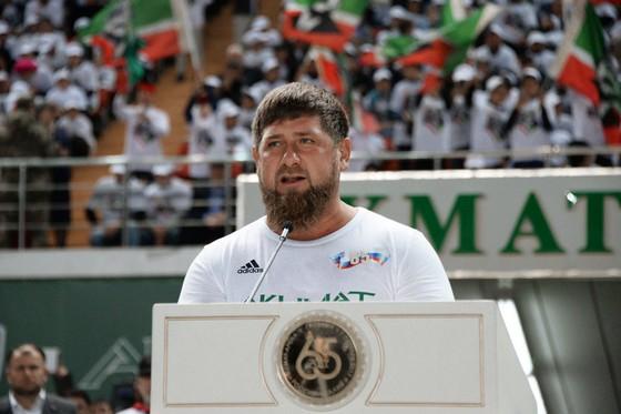 Mừng sinh nhật Putin, Ronaldinho sát cánh cùng Kadyrov ảnh 3
