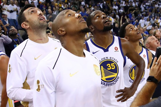 Bóng rổ NBA: ĐKVĐ Warriors thua đau trận mở màn mùa giải ảnh 1