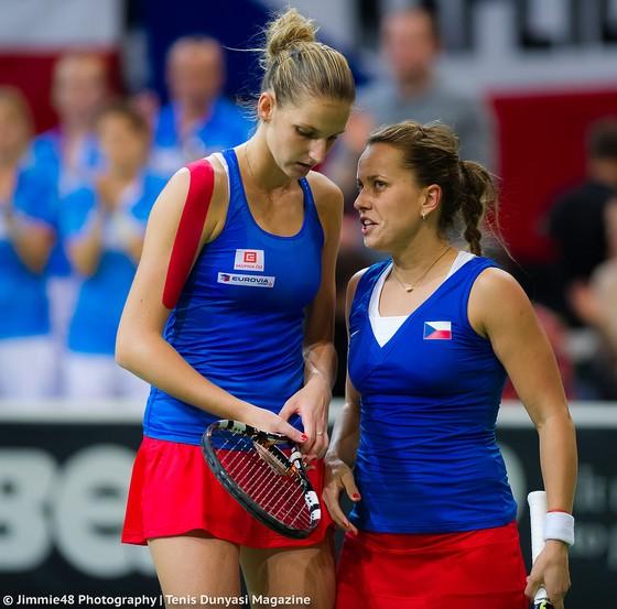 Strycova (phải) và Pliskova trong màu áo tuyển Fed Cup của CH Séc
